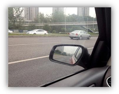 汽车挡风玻璃贴膜重影